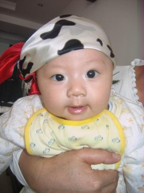 宝宝100天的相片,当时还有