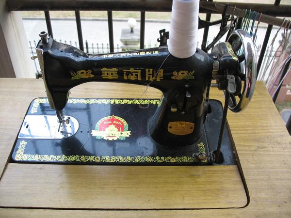 转一台老式家用缝纫机