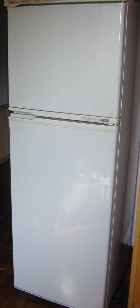 布吉急转三门大衣柜(带镜子)容声无霜大冰箱小天鹅
