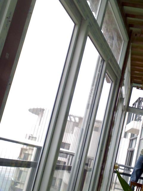鼎太风华花架 加钢化玻璃封的阳台