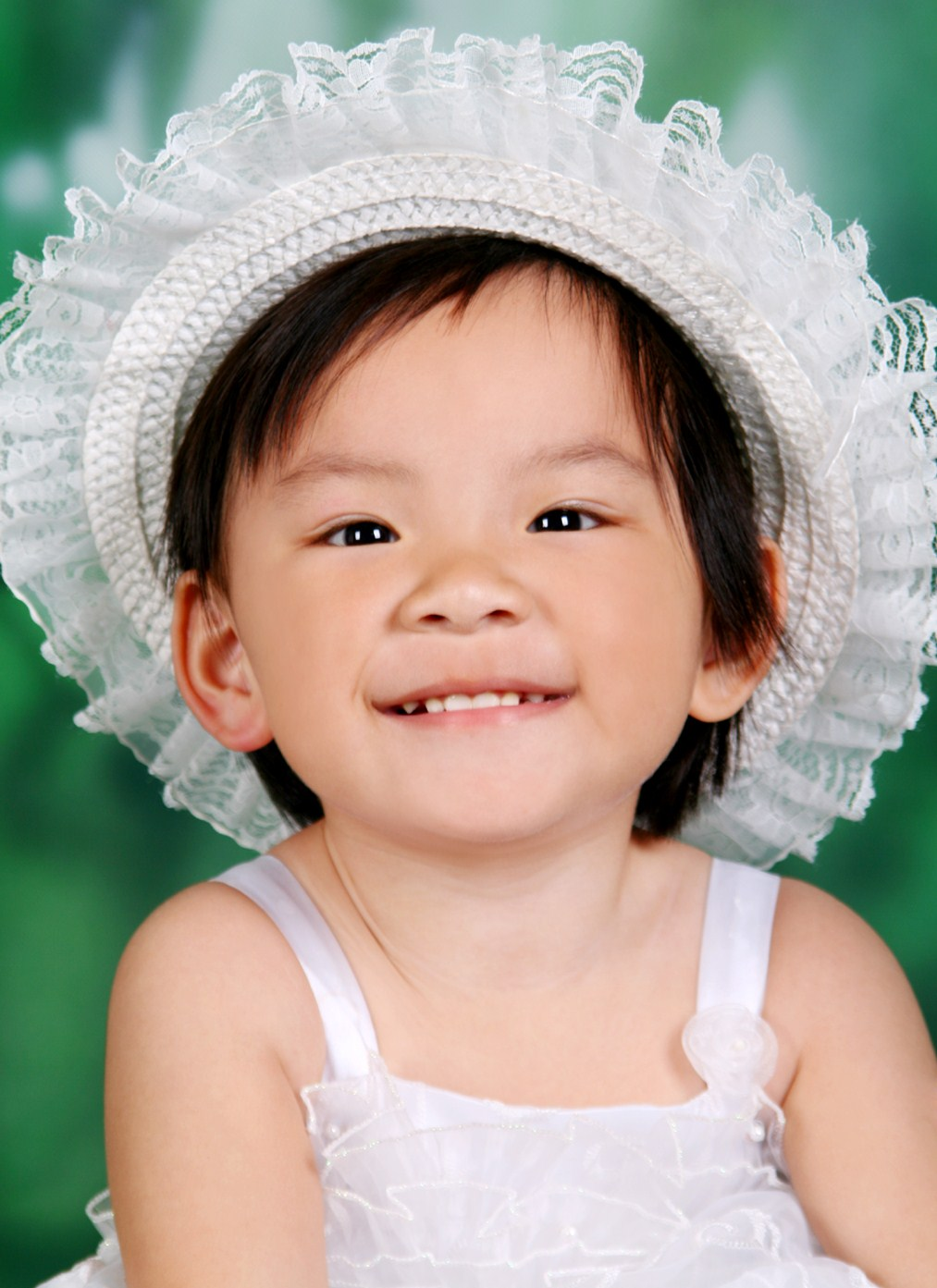 冲我这可爱的笑容也投我一票哟