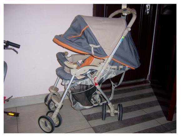 婴儿推车安全折叠锁扣结构图