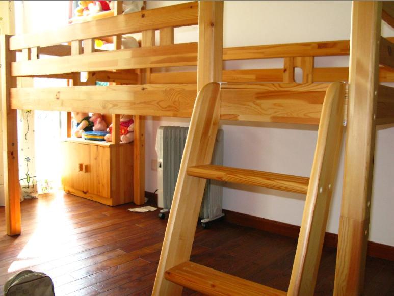 > 蛇口 转几乎全新的原木儿童床.