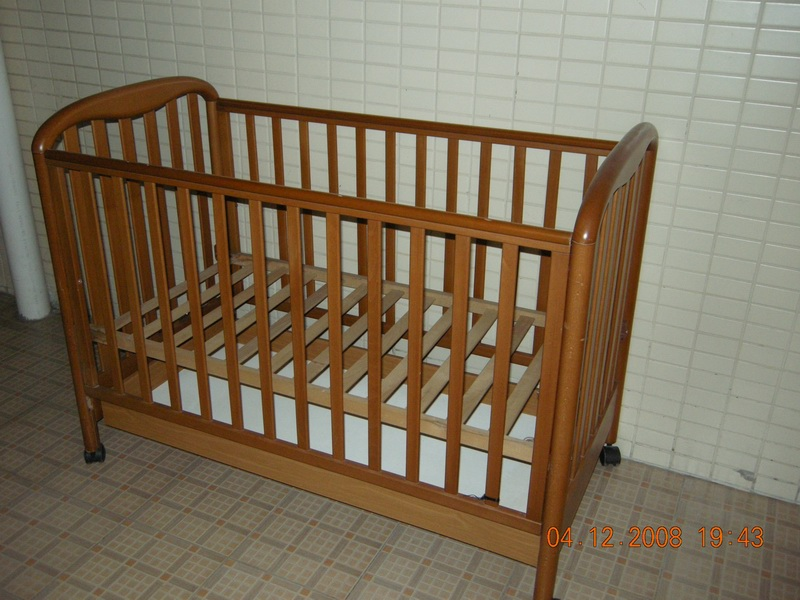 转二手木制婴儿床
