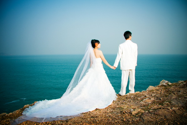 美丽的海边外景婚纱照哦
