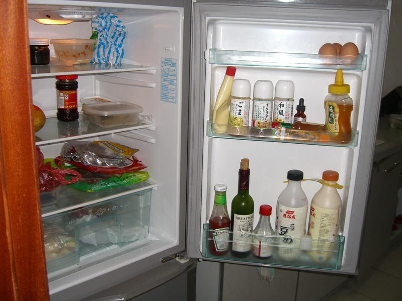 转让海尔洗衣机,新飞冰箱,沙发床,书柜,床