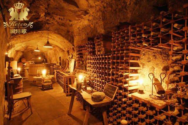 利用橡木酒桶储存红酒,性能优越,储存量大,为红酒生产商建造.