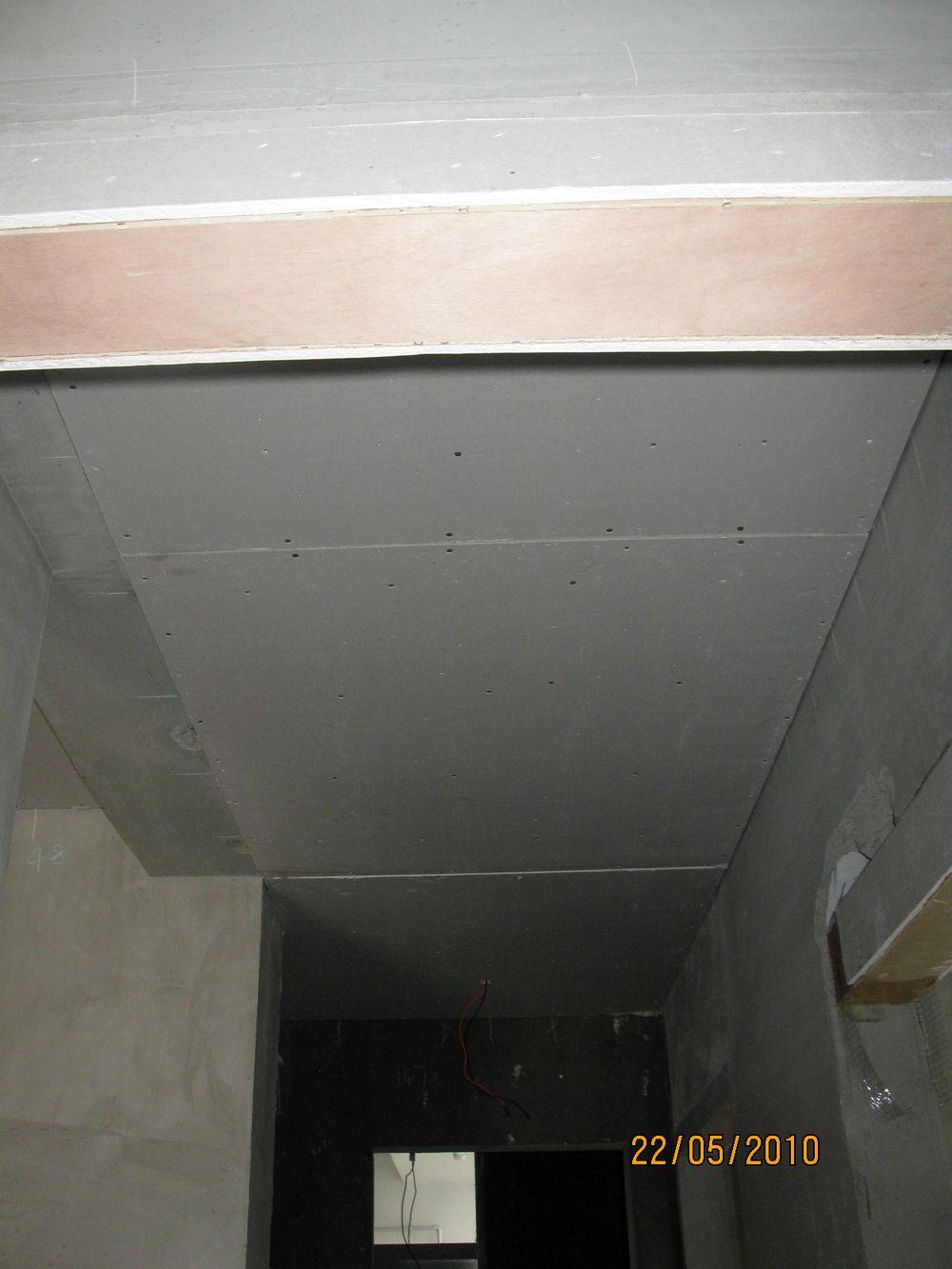 房間門口的過道吊頂,沒有做造型