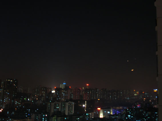 夜景:阳台看西南天边金星木星月亮笑脸奇观