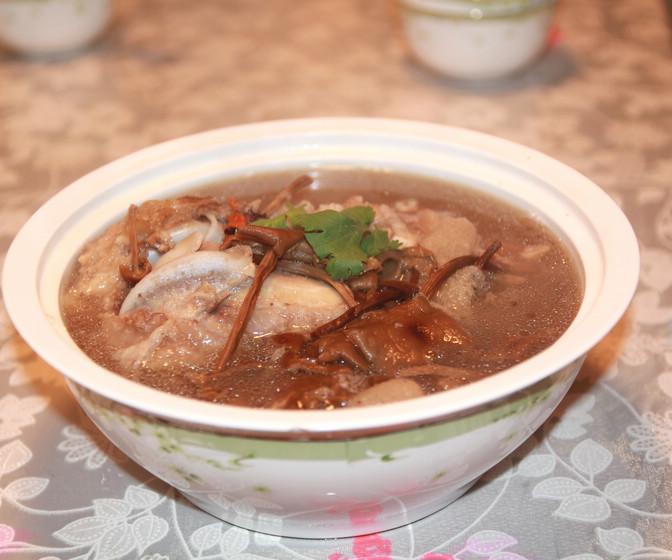 筒子骨茶树菇汤