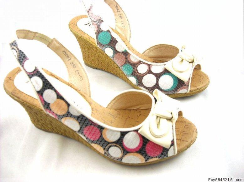 诗尼甜美破跟凉鞋