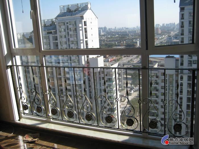 中式落地窗实木栏杆