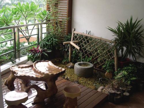 入户花园的户型.   所谓入户花园,就是在住宅设计的过程中,打