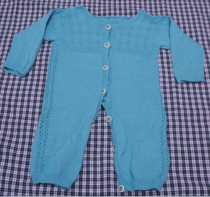 婴儿连体毛衣从上往下怎么织