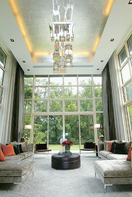 客厅配合全玻璃幕墙--空间感十足