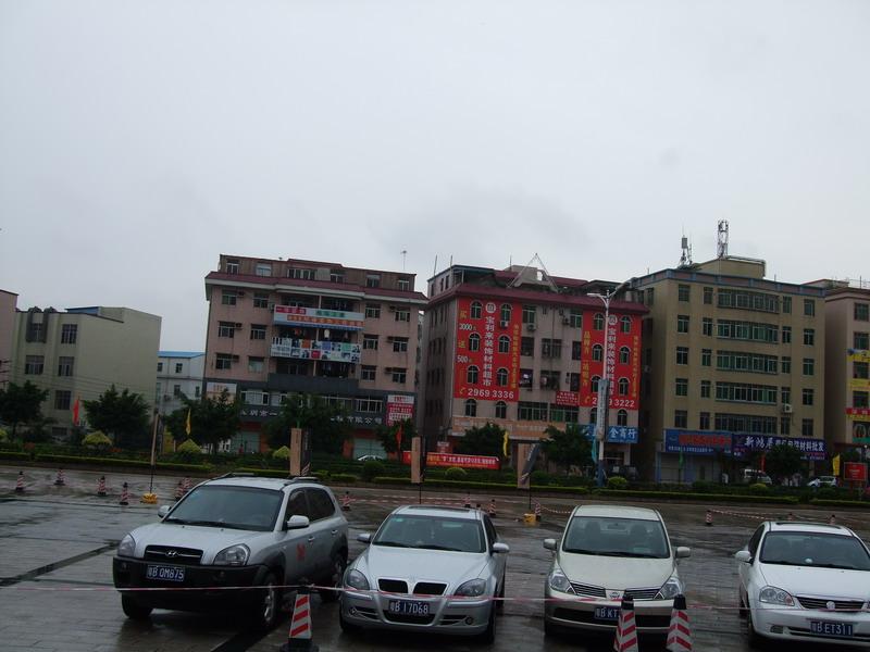 这大门口对面不会也是工厂吧 深圳房地产信息网论坛