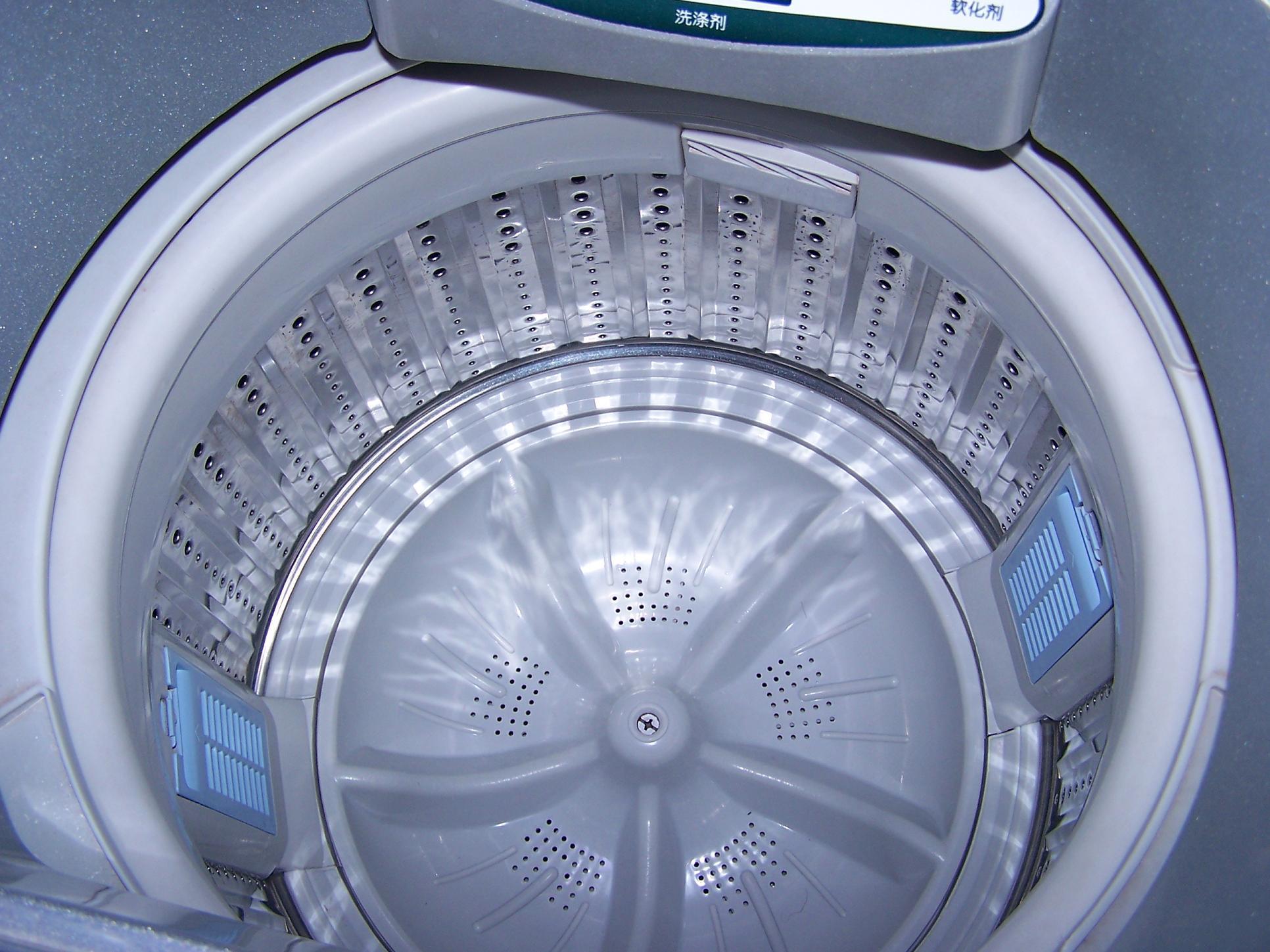 八成新海尔手搓式全自动洗衣机(6公斤)转让