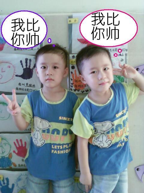 我家的双胞胎男孩