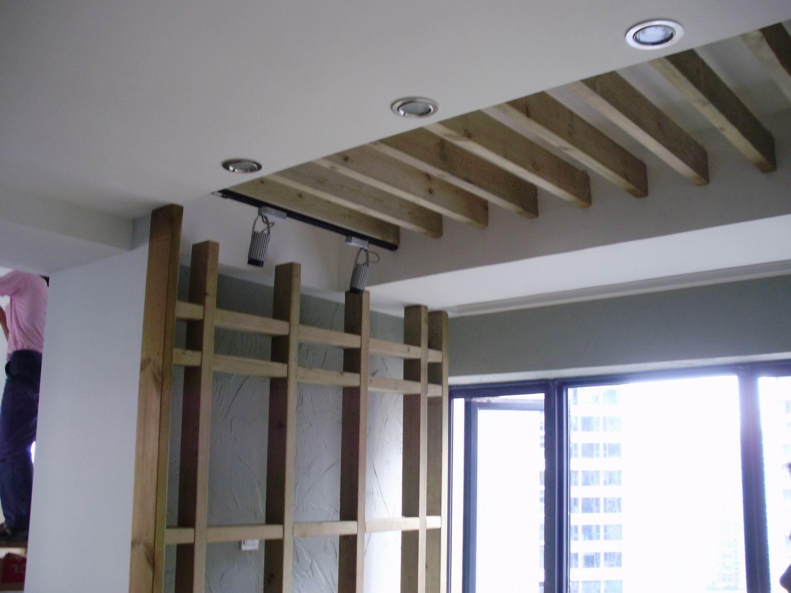 > 防腐木吊顶,花架,木地板,网格为您的阳台和入户花园增添一些自然和