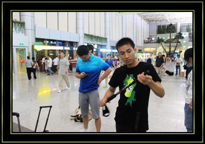 8月23号晚上深圳宝安机场飞机场登机
