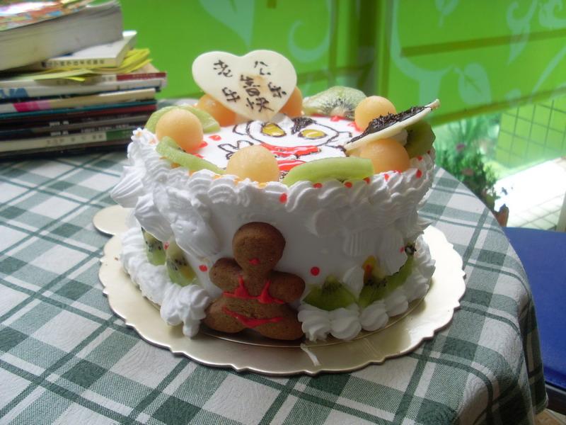 老猴子带着3个小猴子去做蛋糕.哈